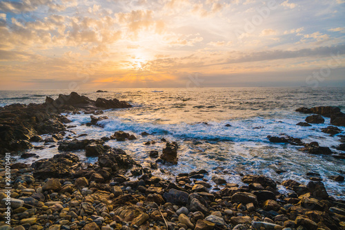 Foto op Aluminium Rivier Ocean scenery, powerful waves and a colorful sunset in Portugal