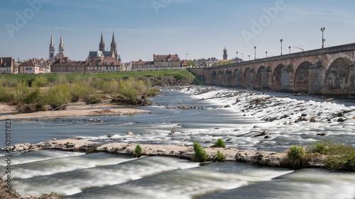 Foto Ville de Moulins et pont Régemortes dans l'Allier