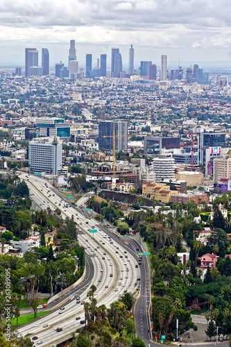 Photo  vertical shot of an aerial view of modern Los Angeles