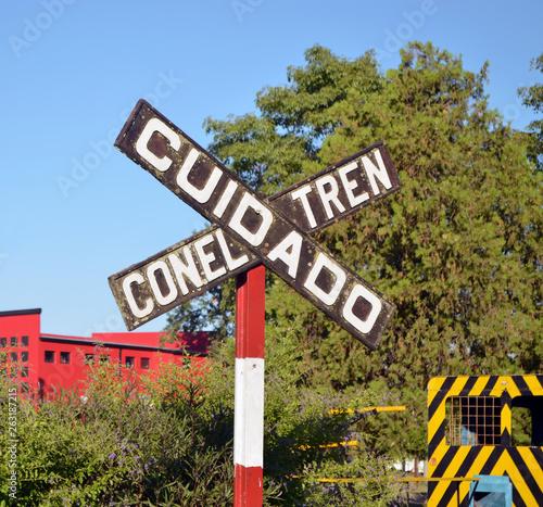 Valokuva  Señal cruce de ferrocarril, cuidado con el tren