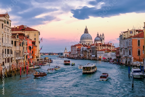 Stickers pour porte Venise Beautiful view of Grand Canal and Basilica Santa Maria della Salute at sunset. Venice, Italy.