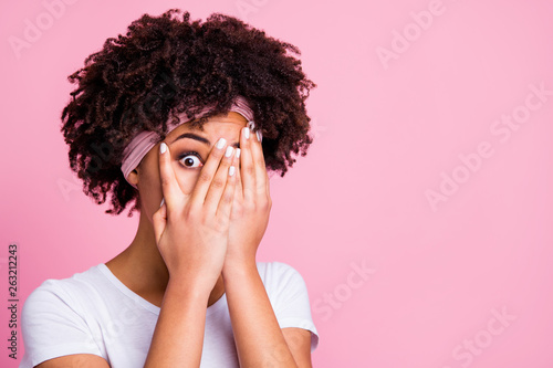 Fotografía Close up photo beautiful amazing she  dark skin lady arms hands close hide full