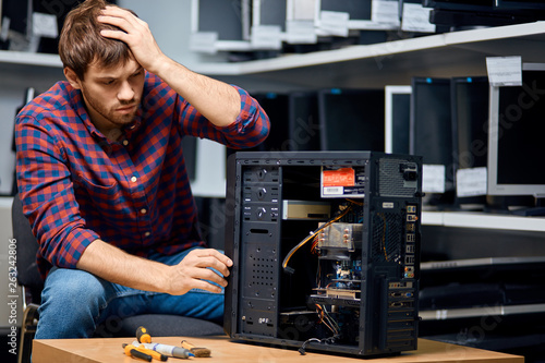 Fotomural  unhappy pensive man looking confused repairing hardware