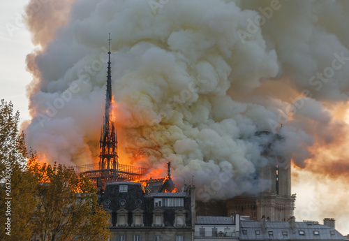 Canvas Print Notre Dame Paris Burning
