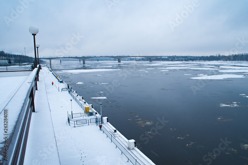 Spoed Foto op Canvas Antarctica quay and river with a flying ice