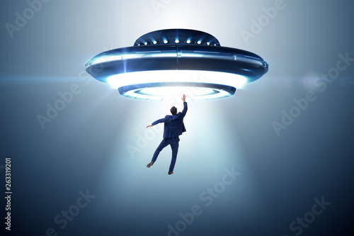 Türaufkleber UFO Flying saucer abducting young businessman