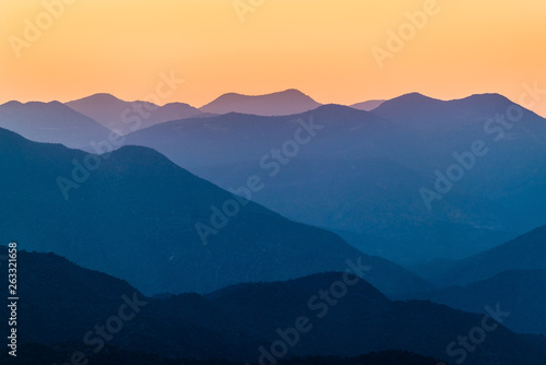 Poster de jardin Bleu nuit Sunset over mountains in South Mexico
