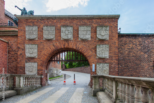 Foto  The picturesque gate of the Strinny castle, decorated with coats of arms (Krakow