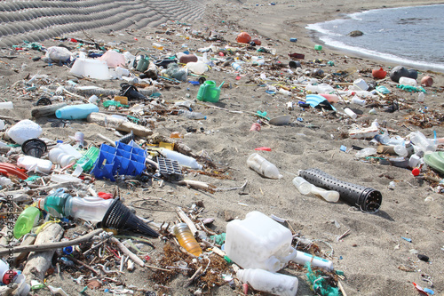 Obraz na plátně  海岸のゴミ