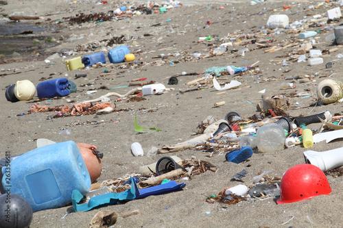 Valokuvatapetti 海岸のゴミ