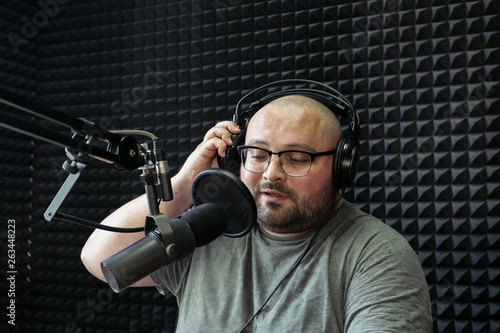 Fotografia, Obraz  Talking male radio presenter in radio station