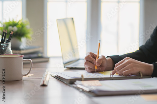 Valokuva  Close up hand's businesswoman making notes.