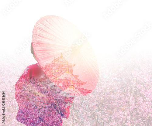 Fotografia  Double exposure of Woman kimono, sakura flower and Osaka castle