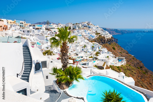 Foto auf Gartenposter Santorini Panoramic view of Santorini island, Greece. Luxury swimming pool with sea view