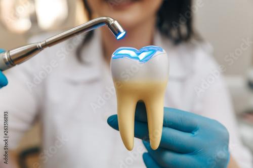 Obraz na plátne Process of filling on fake tooth