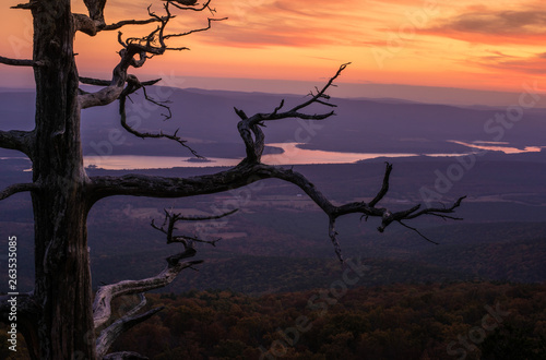 Photo  A vits view atop Mount Magazine at Mountain Magazine Sate park in Arkansas
