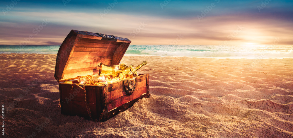 Fototapety, obrazy: treasure chest at the beach by sunset