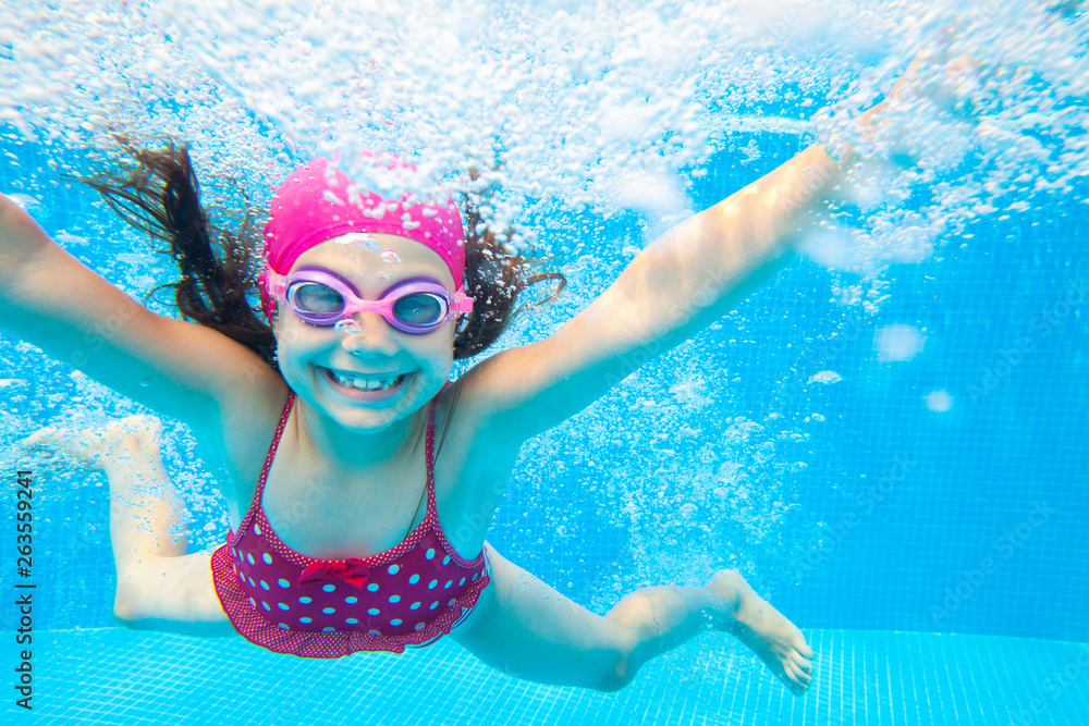 Fototapeta girl swim in  pool