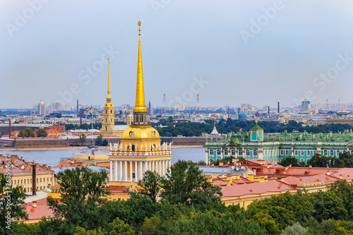 Photo City skyline with the Admiralty spire, Peter and Paul Fortress, river Neva and H