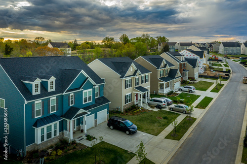 Cuadros en Lienzo Aerial view of typical American new construction neighborhood street in Maryland