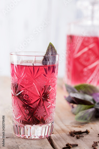 Fotografia  Sweet basil Sherbet on wooden table with copy space