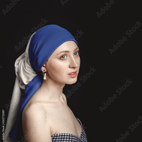 Photo  Portrait of a woman with a pearl earring, inspired by the painting of the great