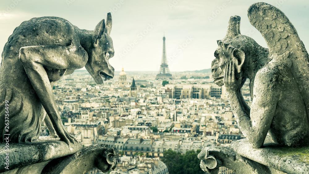 Fototapeta Gargoyles or chimeras on the Notre Dame de Paris overlooking the Paris city, France