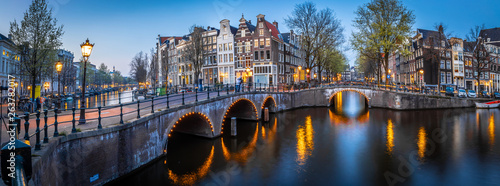Photo Night view of Leidsegracht bridge in Amsterdam, Netherlands