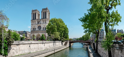 Deurstickers Historisch geb. Notre Dame Cathedral in Paris on a bright afternoon in Spring, panorama image, view of front entrance facade