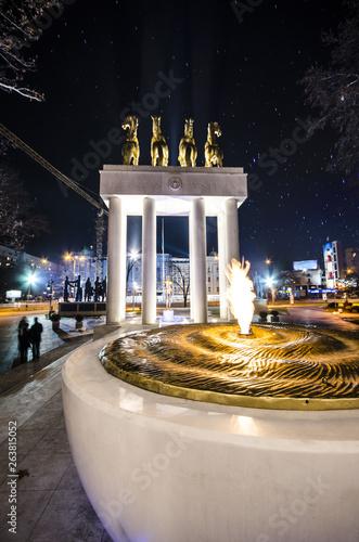 Fotobehang Historisch mon. Monument of fallen heroes in Skopje, Macedonia