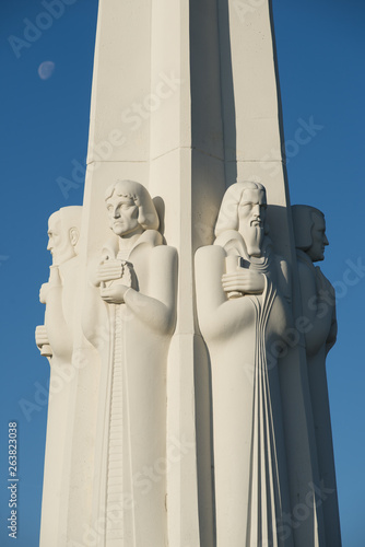 Astronomers Monument Figures at Griffith Observatory in Los Angeles, California Fototapet