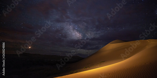 Poster de jardin Desert de sable Milky Way over Sand Dune