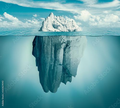 Obraz na płótnie Iceberg in ocean
