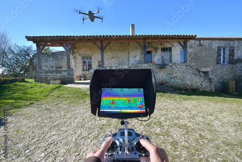 Fotografía  thermal house control drone