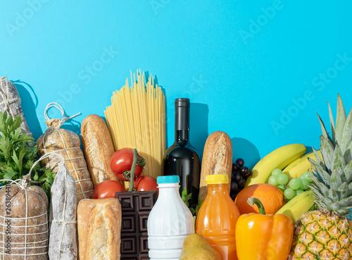 Fotografía  Fresh assorted grocery shopping items