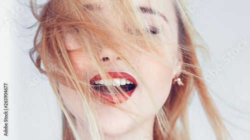 Fotografía Young blonde woman portrait