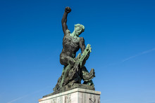 Hungary, Budapest, Gellert Hill: Dragon Slayer Statue Next To Famous Liberty Statue Or Freedom Statue Above The City Center Of The Hungarian Capital With Blue Sky In The Background - Travel Liberation