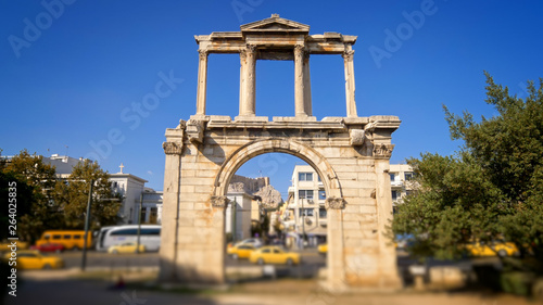 Fotografie, Tablou Hadrians Gate in busy downtown Athens, Greece