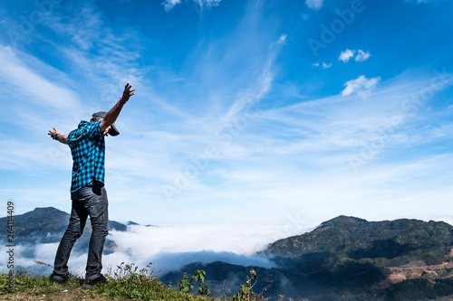 Photo  Copy space of man hand raising on top of mountain