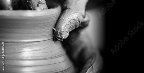 Photo Hands of potter making clay pot, closeup photo
