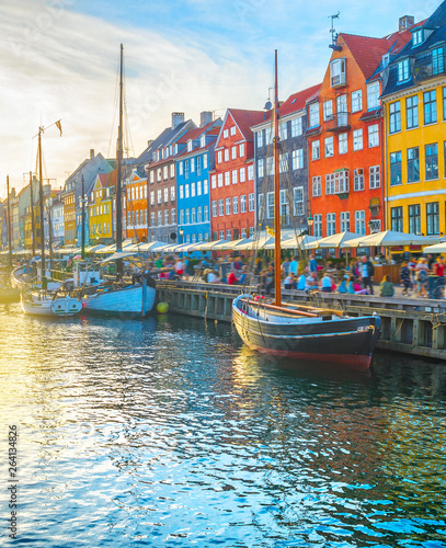 Photo  Nyhavn view people sunset Copenhagen