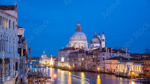 Stickers pour portes Venise Basilica die Santa Maria della Salute at Christmas Time with Christmas Tree in the Blue Hour