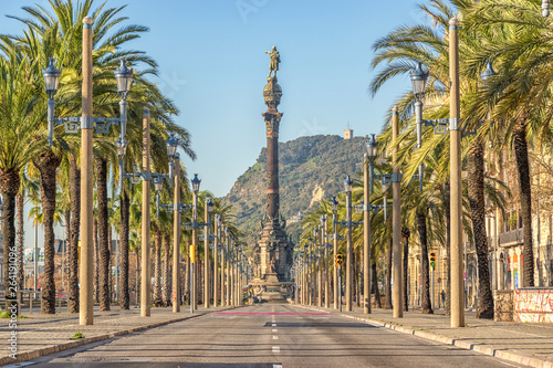 Photo  Barcelona, ​​Spain - March 17, 2019: Christopher Columbus monument in Barcelona, Spain