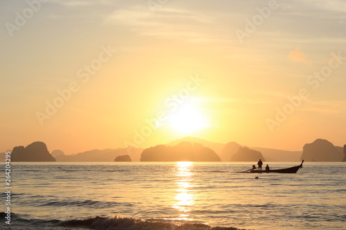 Photo  Fisherman boat sailing out in the morning, Koh Yao Noi, Thailand