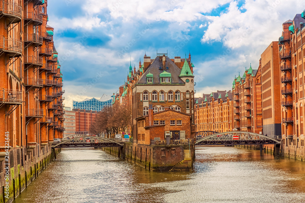 Fototapety, obrazy: The Warehouse district Speicherstadt during spring in Hamburg, Germany. Warehouses in Hafencity quarter in Hamburg.
