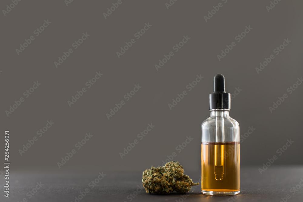 Photo  Medizinisches Cannabis und Öl grauer Hintergrund