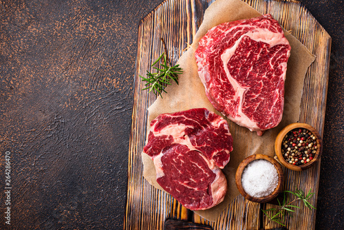 Raw marbled ribeye steak and spices Fototapet