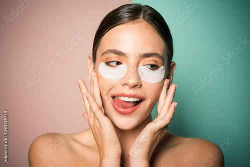 Fotomural Under eye patches for dark circles and puffiness