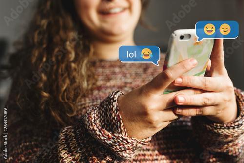Fototapety, obrazy: Teen using emojis