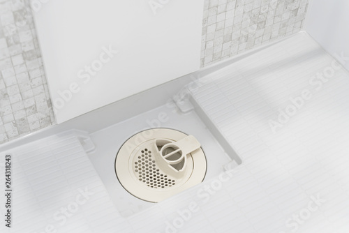 シャワールーム バスルーム 排水溝 カバー Wallpaper Mural